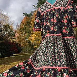 Vintage LAURA TYLER Cotton Tiered Floral Prairie